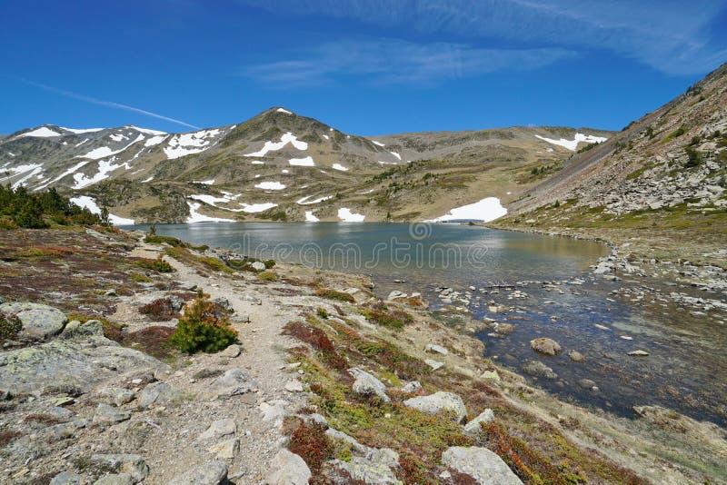 Paisaje del lago de la montaña de Francia en los Pirineos fotos de archivo libres de regalías