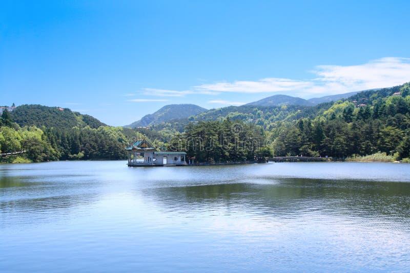 Paisaje del lago en el verano fotos de archivo libres de regalías