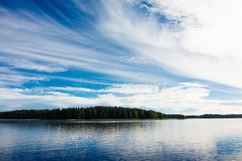Paisaje del lago finland imagen de archivo