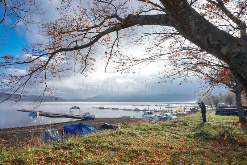 Paisaje del lago Yamanaka en la madrugada, Jap?n fotos de archivo