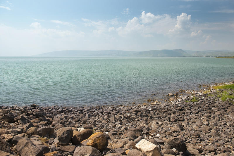 Paisaje del mar de Galilea Kinneret cerca de Capernaum, Israel fotografía de archivo