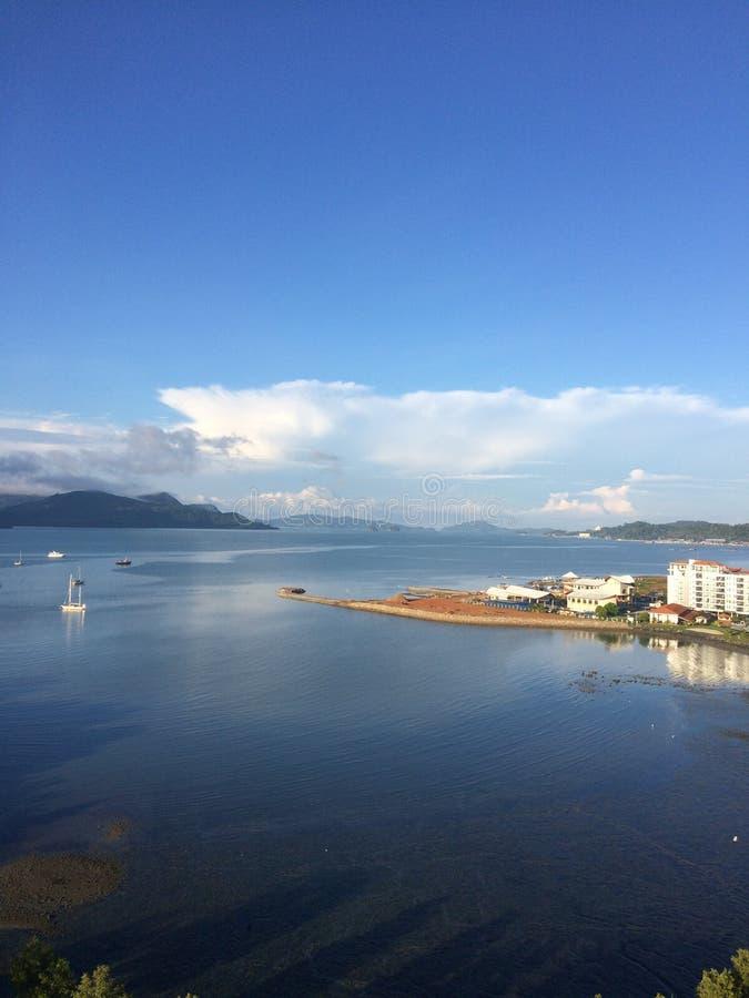 Paisaje del mar de la mañana en la isla de Langkawi clara fotos de archivo