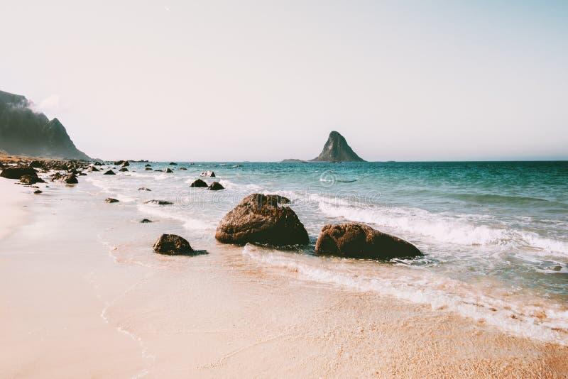 Paisaje del mar de la playa en la opinión arenosa vacía de la playa de Noruega imágenes de archivo libres de regalías