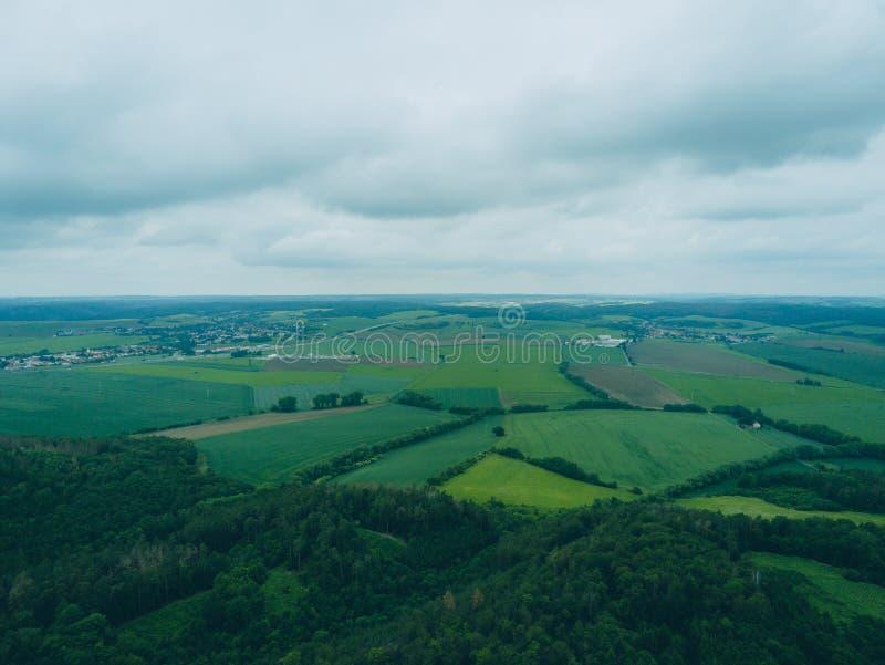 Paisaje del parque de naturaleza en Brno desde arriba, República Checa imagenes de archivo