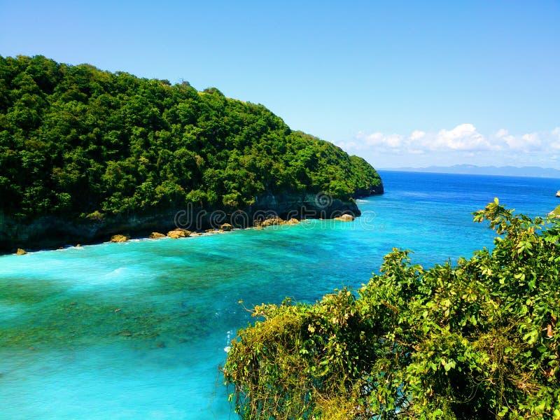 Paisaje del penida de nusa de la playa de Bali Mar y la playa foto de archivo libre de regalías