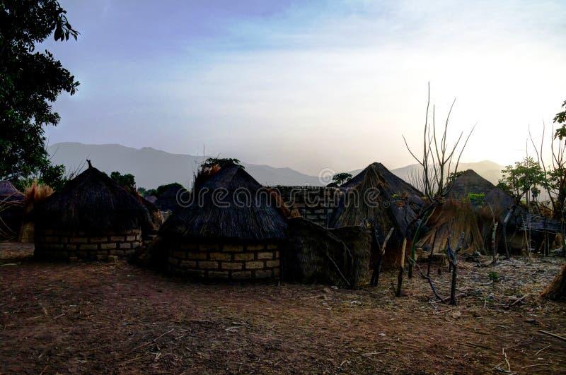 Paisaje del pueblo de la tribu de Dowayo, Poli, el Camerún imagenes de archivo