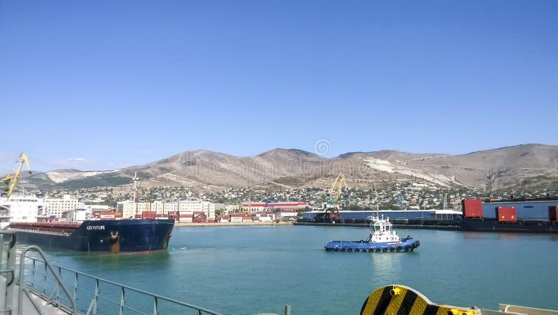 Paisaje del puerto Vista del puerto industrial El mar, grúa del puerto imagenes de archivo