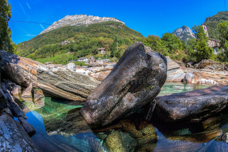 Paisaje del río de Verzasca, Suiza II fotos de archivo libres de regalías