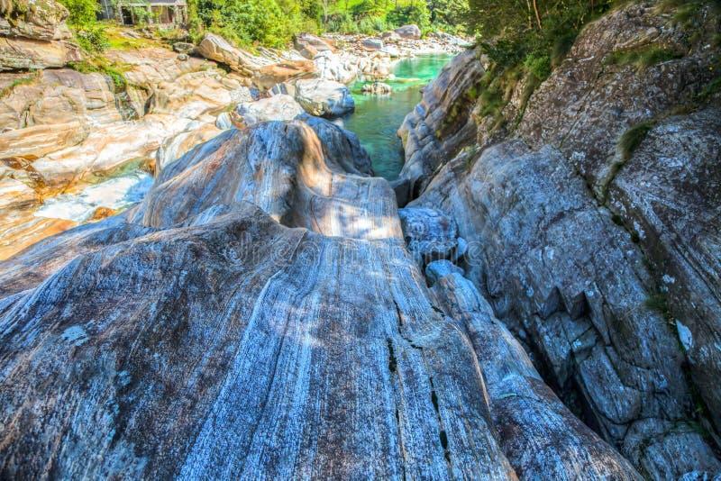 Paisaje del río de Verzasca, Suiza III fotografía de archivo
