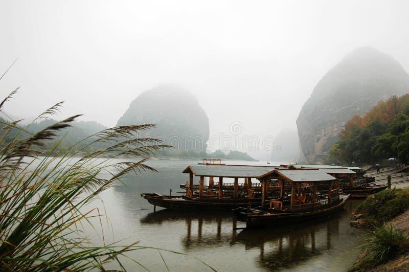 Paisaje del río y de barcos imagen de archivo libre de regalías