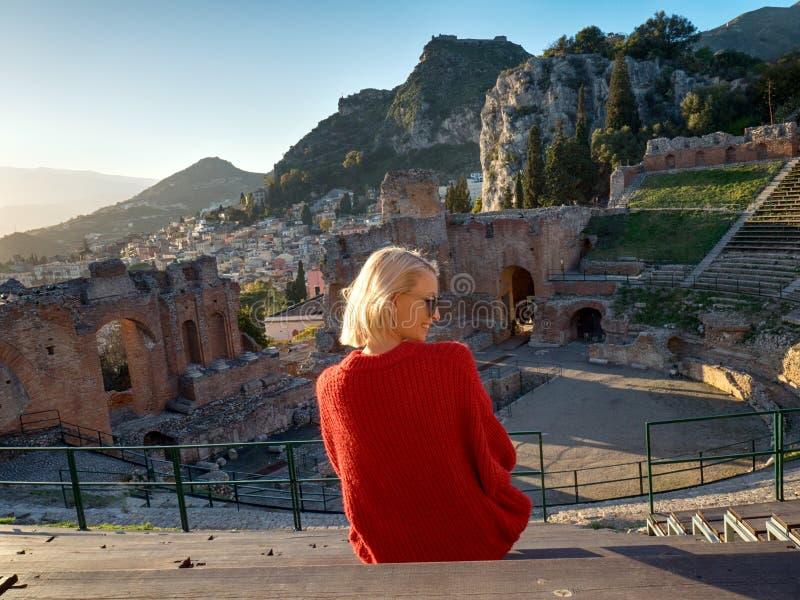 Paisaje del teatro antiguo de Taormina foto de archivo libre de regalías