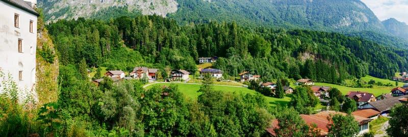 Paisaje del Tyrol con el detalle del castillo de Mariastein imágenes de archivo libres de regalías