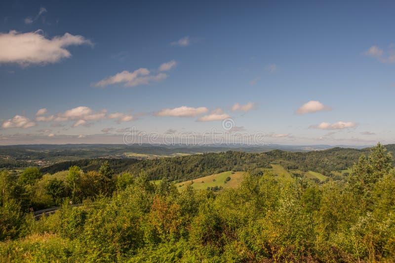 Paisaje del verano con las colinas imágenes de archivo libres de regalías