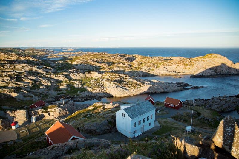 Paisaje del verano de Serene Scandinavian foto de archivo