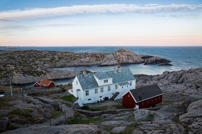 Paisaje del verano de Serene Scandinavian foto de archivo libre de regalías