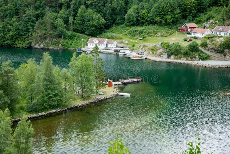 Paisaje del verano de Serene Scandinavian imagen de archivo libre de regalías