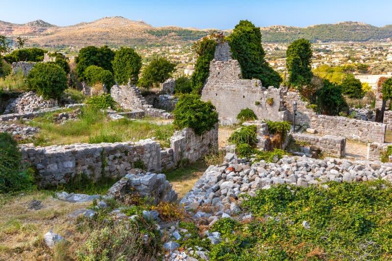 Paisaje del verano en la ciudad vieja de la barra de la fortaleza, Montenegro foto de archivo libre de regalías