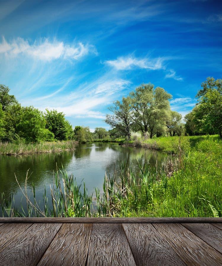 Paisaje del verano, río y cielo azul fotos de archivo libres de regalías