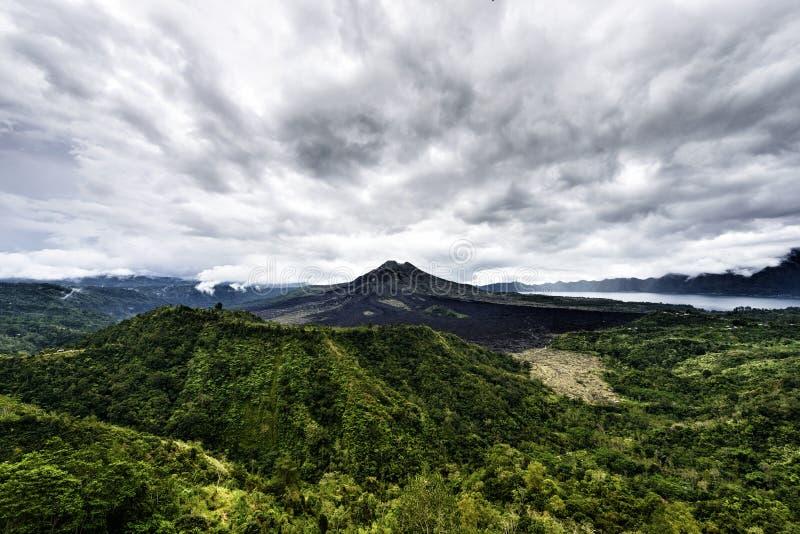 Paisaje del volcán de Batur en la isla de Bali, Indonesia fotografía de archivo libre de regalías