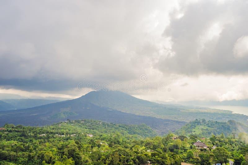 Paisaje del volc?n de Batur en la isla de Bali, Indonesia fotografía de archivo