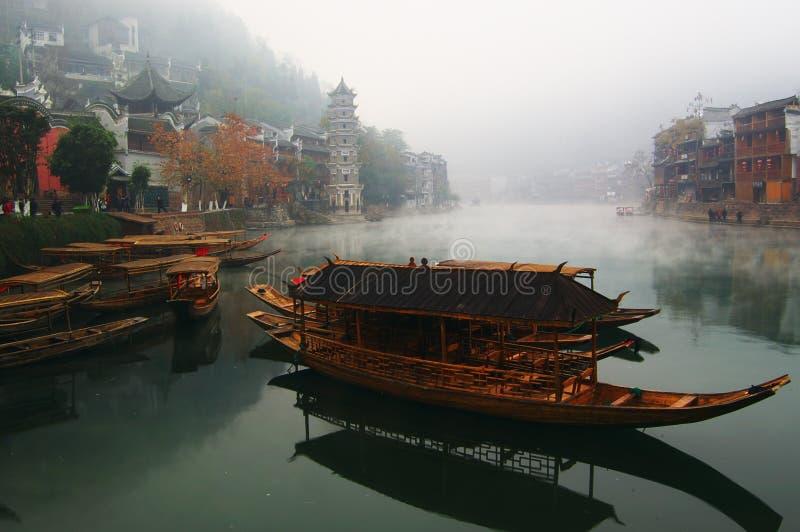 Paisaje en el río fotos de archivo