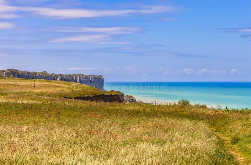 Paisaje en la costa de Normandía fotos de archivo