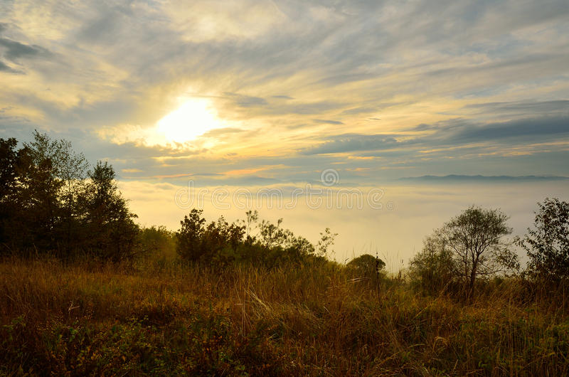 Paisaje en la puesta del sol imagen de archivo