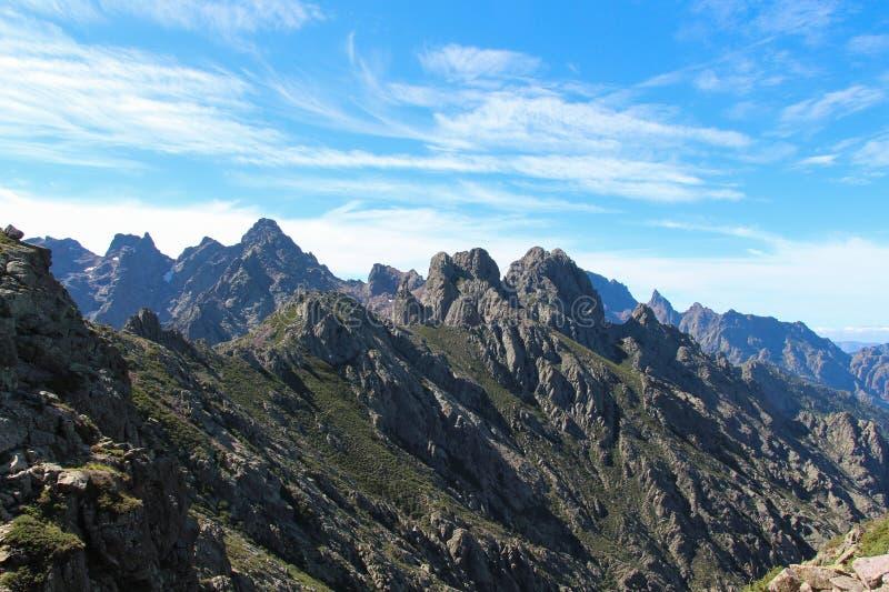 Paisaje en un día de verano, Corse, Francia de la montaña imagen de archivo