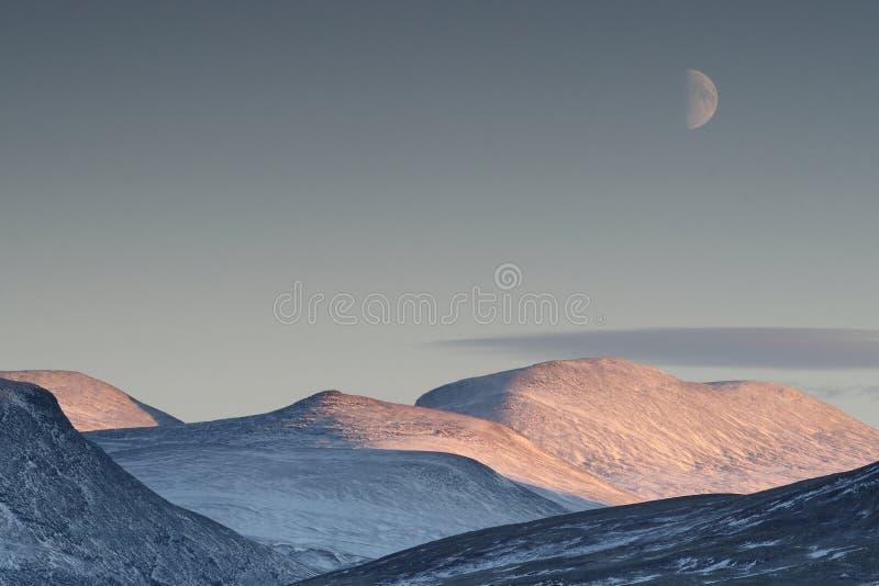 Paisaje escénico de la luna en el fondo imagenes de archivo