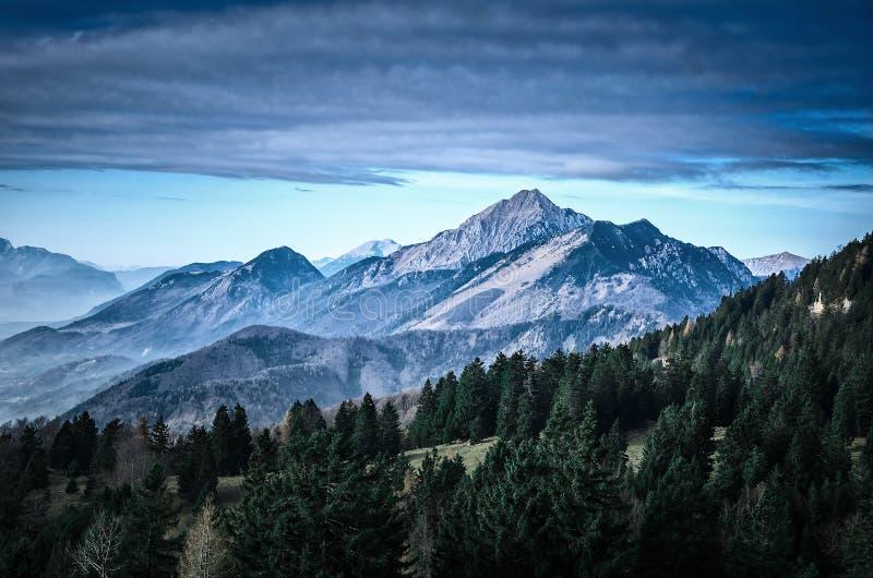 Paisaje escénico de la montaña de Eslovenia foto de archivo libre de regalías