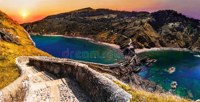 Paisaje escénico de San Juan de Gaztelugatxe, país vasco, España imagenes de archivo