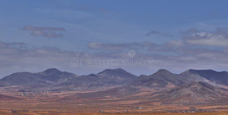 Paisaje escénico en la isla de Fuerteventura en el Océano Atlántico fotos de archivo libres de regalías