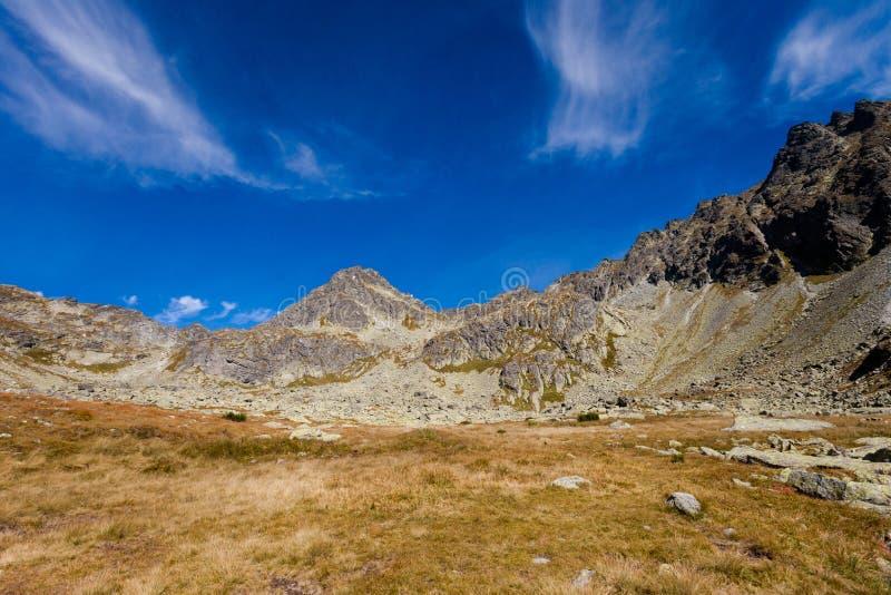 Paisaje eslovaco de Tatra del dolina de Mlynicka imagenes de archivo