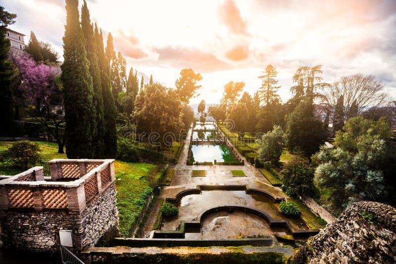 Paisaje fabuloso, jardines y fuentes Jardín italiano del renacimiento, Italia fotografía de archivo