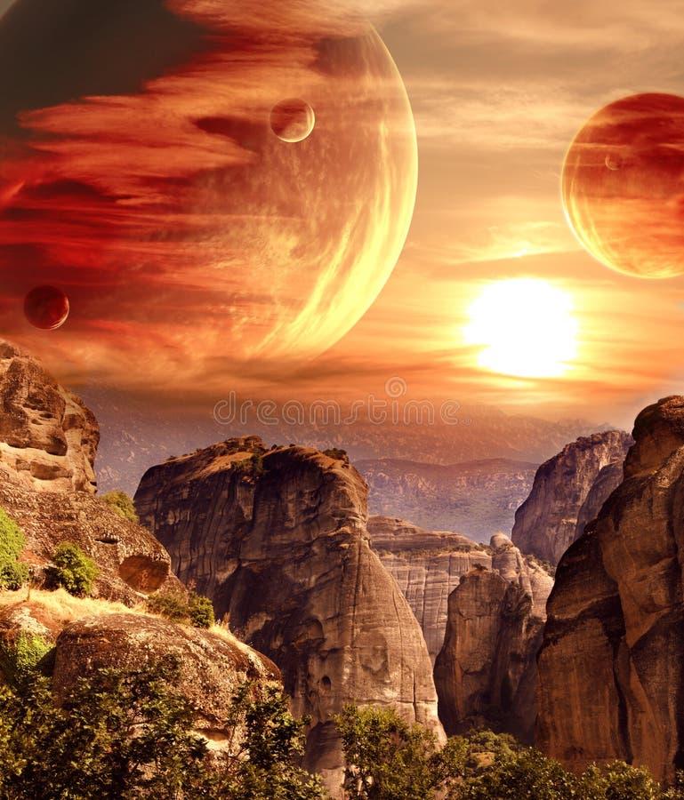 Paisaje fantástico con el planeta, montañas, puesta del sol fotografía de archivo libre de regalías