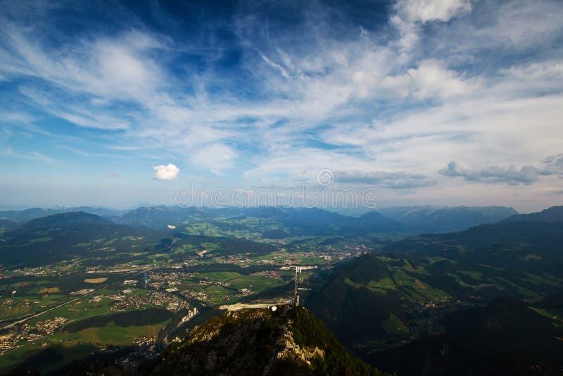 Paisaje hermoso con las montañas imágenes de archivo libres de regalías