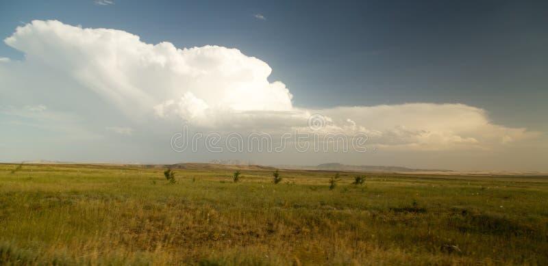 Paisaje hermoso con las nubes en el cielo fotos de archivo libres de regalías