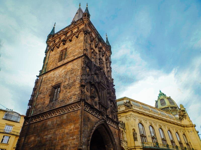 Paisaje hermoso de la ciudad de Praga, República Checa Ciudad vieja y la torre del polvo imágenes de archivo libres de regalías