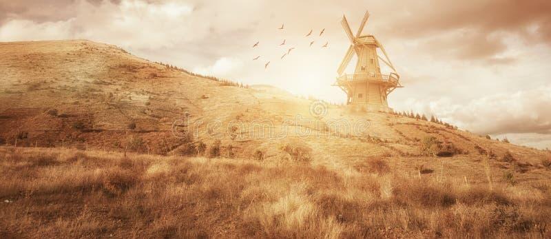 Paisaje hermoso de la granja del molino de viento del panaroma Comcept de la agricultura imagen de archivo