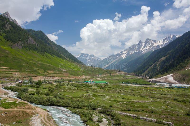 Paisaje hermoso de la montaña cerca de Sonamarg, estado de Jammu y Cachemira imagen de archivo libre de regalías