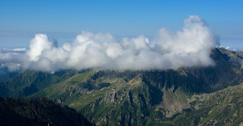 Paisaje hermoso de la montaña del verano fotografía de archivo libre de regalías