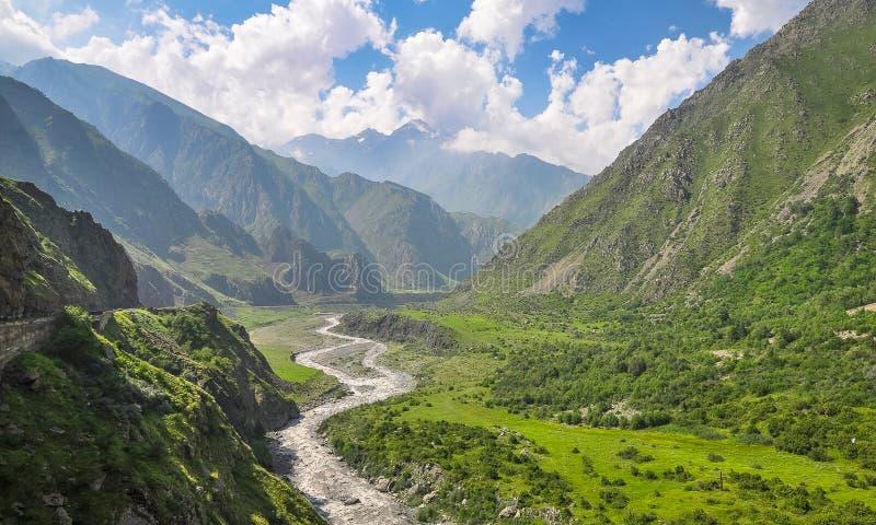 Paisaje hermoso de la montaña en la Georgia del norte foto de archivo libre de regalías