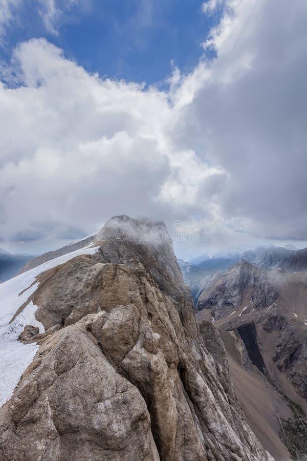 Paisaje hermoso de la montaña en las dolomías imagen de archivo libre de regalías