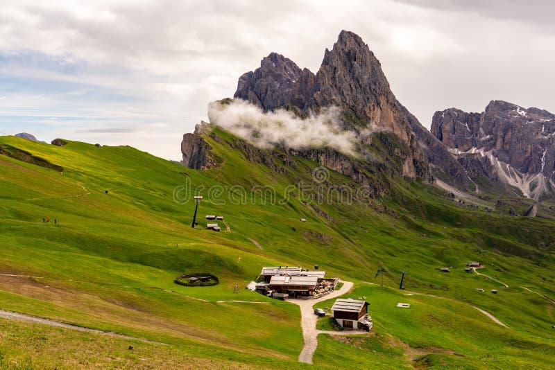 Paisaje hermoso de la montaña de las dolomías en Italia fotografía de archivo