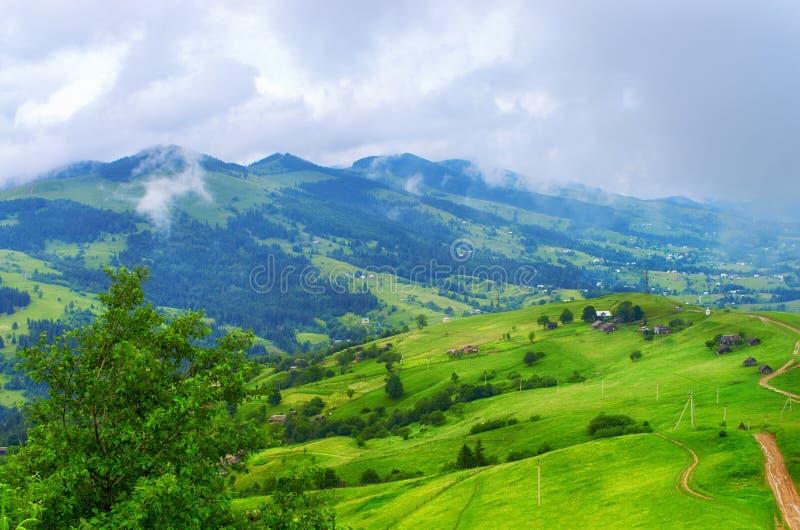 Paisaje hermoso de la montaña de las laderas fotografía de archivo libre de regalías