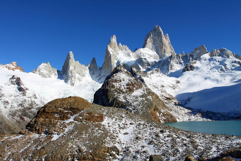 Paisaje hermoso de la naturaleza con Mt. Fitz Roy como se ve en el parque nacional del Los Glaciares, Patagonia, la Argentina fotografía de archivo libre de regalías