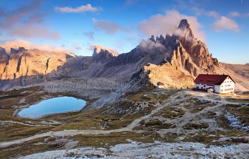 Paisaje hermoso de la naturaleza de la montaña con Paterno superior en el Al de Italia fotografía de archivo