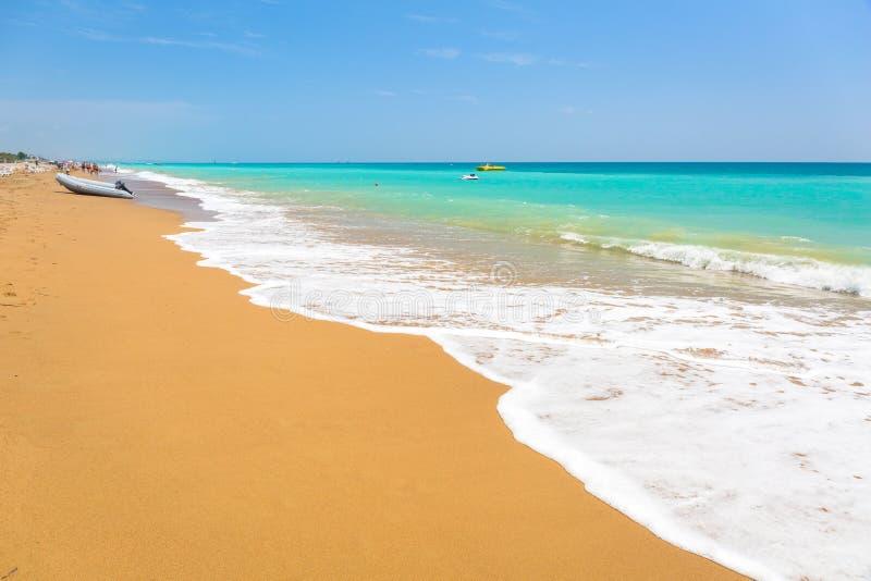 Paisaje hermoso de la playa en el turco Riviera cerca del lado foto de archivo libre de regalías