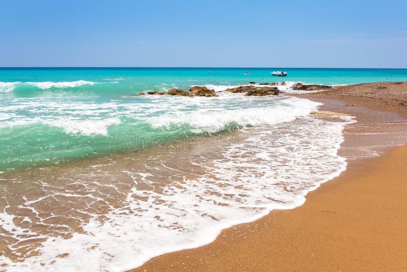 Paisaje hermoso de la playa en el turco Riviera cerca del lado fotografía de archivo libre de regalías