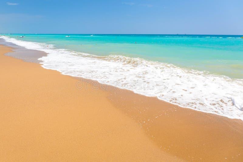 Paisaje hermoso de la playa en el turco Riviera cerca del lado imagen de archivo libre de regalías